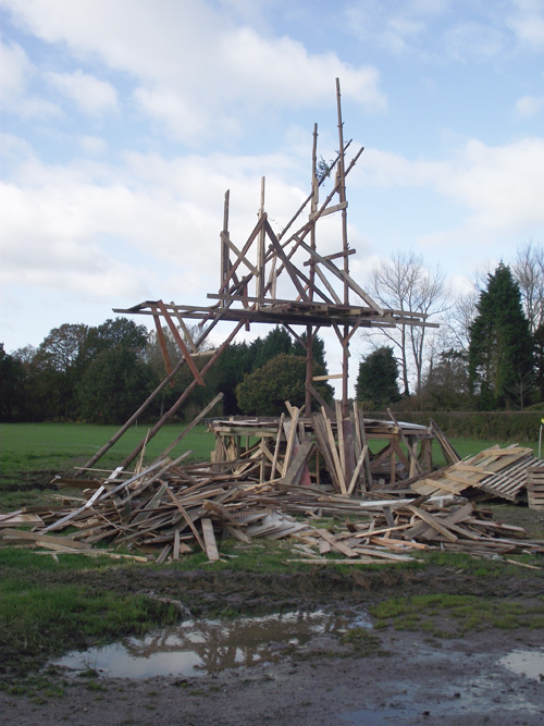 27 10 Keith Pettit bonfire sculpture