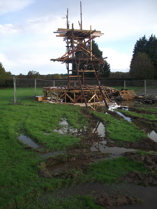 28 10 Keith Pettit bonfire sculpture i